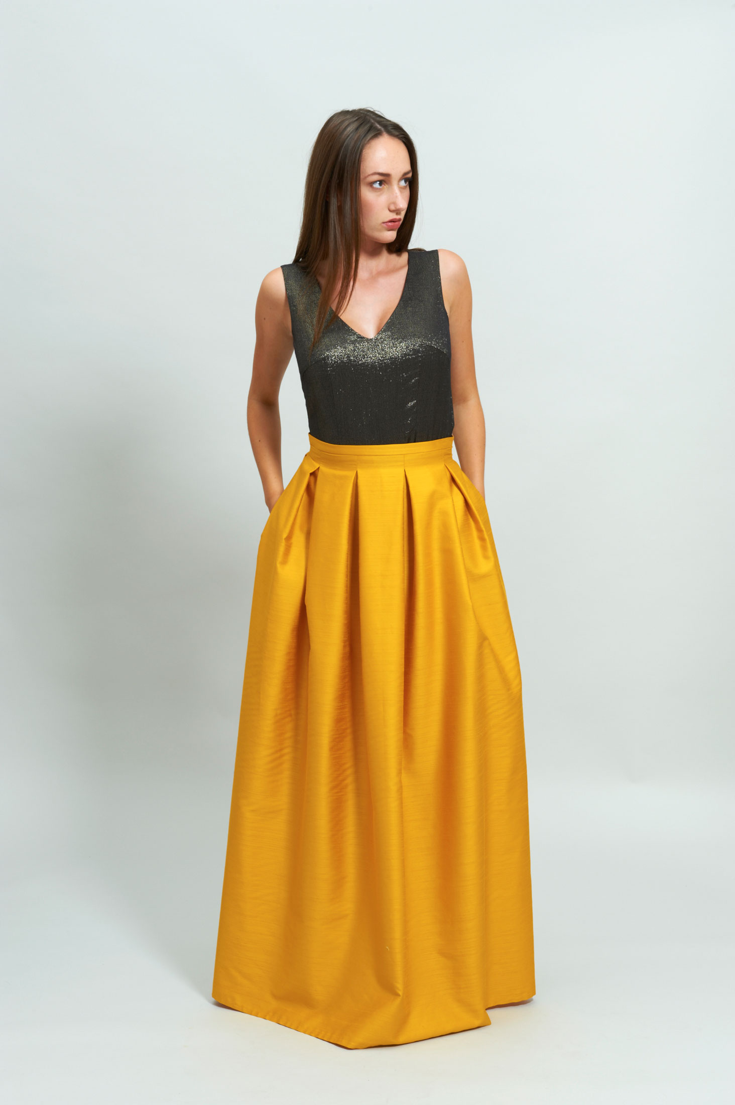 LOOK C.5 Silk Plisse Maxi Skirt LOOK C.5.1 Gold Crop Top Atelier Zürich Made in Switzerland